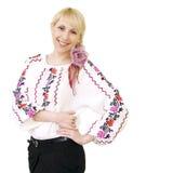 Ragazza sorridente attraente in costume ucraino Fotografia Stock Libera da Diritti