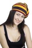 Ragazza sorridente in berreto a strisce su backgroun bianco Immagini Stock Libere da Diritti