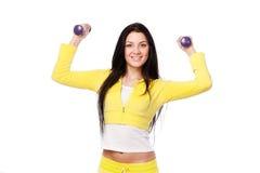 Ragazza sorridente che fa allenamento di forma fisica Fotografie Stock