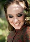 Ragazza sorridente con gli occhi chiusi ed il bello trucco Fotografia Stock Libera da Diritti