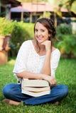 Ragazza sorridente con i libri Fotografia Stock