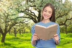 Ragazza sorridente con i libri Immagine Stock Libera da Diritti