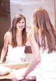 Ragazza sorridente con il toothbrush Immagini Stock