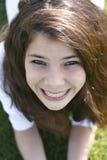 Ragazza sorridente con le parentesi graffe Fotografie Stock Libere da Diritti