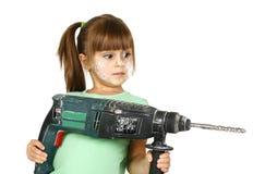Ragazza sporca del bambino con il trivello elettrico Fotografia Stock