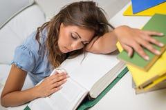 Ragazza stanca dello studente Fotografia Stock Libera da Diritti