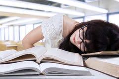 Ragazza stanca dello studente a classe Immagine Stock