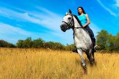 Ragazza su un cavallo Fotografia Stock Libera da Diritti