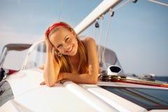 Ragazza su un yacht fotografia stock libera da diritti