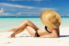 Ragazza su una spiaggia Immagini Stock