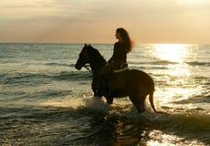 Ragazza sul cavallo Fotografie Stock Libere da Diritti
