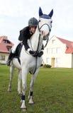 Ragazza sul cavallo bianco fotografia stock