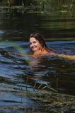 Ragazza sul fiume Immagini Stock