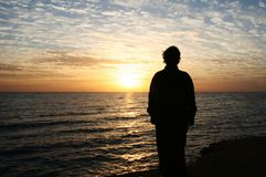 Ragazza sul tramonto fotografie stock