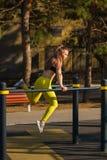 Ragazza sull'allenamento della via Fotografie Stock Libere da Diritti