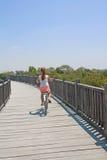 Ragazza sulla bici. fotografie stock libere da diritti