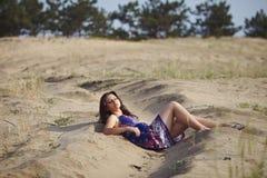 Ragazza sulla sabbia Fotografia Stock Libera da Diritti