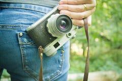 Ragazza sulla vacanza nella foresta Fotografie Stock Libere da Diritti