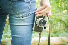 Ragazza sulla vacanza nella foresta Fotografia Stock Libera da Diritti