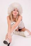 Ragazza sveglia in cappello simile a pelliccia Fotografia Stock Libera da Diritti