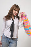 Ragazza sveglia con i sacchetti di acquisto Fotografia Stock