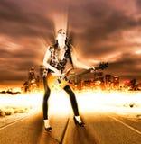 Ragazza sveglia con la chitarra elettrica Immagine Stock