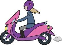 Ragazza sveglia del fumetto sulla motocicletta del ciclomotore di Lambretta royalty illustrazione gratis