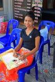 Ragazza tailandese di massaggio, spiaggia di Kata, Phuket, Tailandia Fotografie Stock