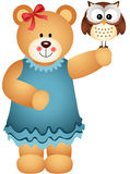 Ragazza Teddy Bear Holding Owl disponibile Fotografia Stock Libera da Diritti