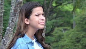 Ragazza teenager annoiata che si irrita stock footage