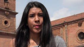 Ragazza teenager apatica indifferente stock footage