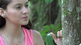 Ragazza teenager arrabbiata Slowmo archivi video