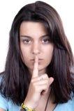 Ragazza teenager che fa un gesto calmo Immagini Stock Libere da Diritti