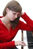 Ragazza teenager che gioca piano Fotografia Stock Libera da Diritti
