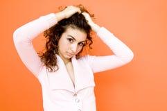 Ragazza teenager che tir indietroare capelli Fotografie Stock Libere da Diritti
