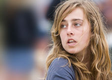 Ragazza teenager con capelli selvaggi Fotografia Stock Libera da Diritti