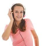 Ragazza teenager con i telefoni capi Immagine Stock