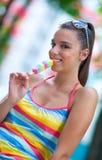 Ragazza teenager con il gelato Fotografia Stock