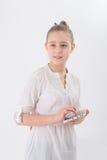 Ragazza teenager con la compressa Immagine Stock
