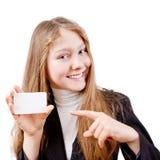 Ragazza teenager con la scheda di plastica Immagine Stock