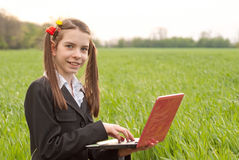 Ragazza teenager con un taccuino Fotografia Stock
