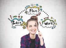 Ragazza teenager con una matita, business plan Fotografia Stock