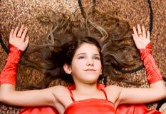 Ragazza teenager del ritratto nel colore rosso Fotografia Stock