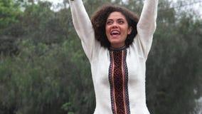 Ragazza teenager di Latina del latino-americano emozionante archivi video