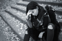Ragazza teenager triste all'aperto Fotografia Stock