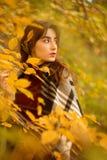 Ragazza triste di autunno fotografia stock libera da diritti