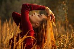 Ragazza triste di autunno fotografia stock