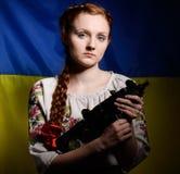 Ragazza ucraina con una mitragliatrice Fotografia Stock