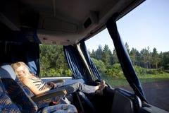 Ragazza in un bus interurbano Fotografia Stock Libera da Diritti