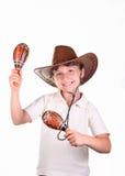 Ragazza in un cappello con i maracas fotografie stock